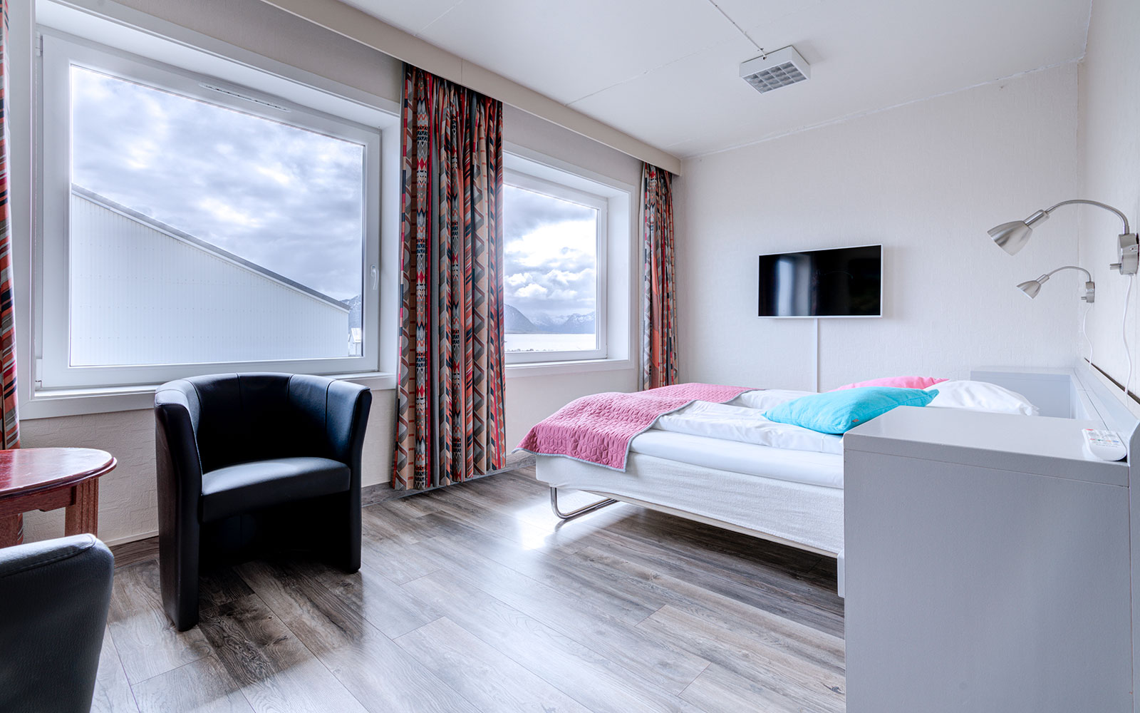 Melbu Hotell standard double room - beds