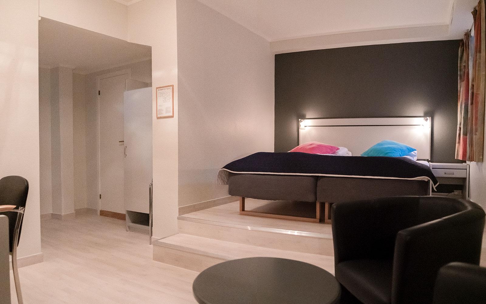 Melbu Hotell trippelrom - senger og rom