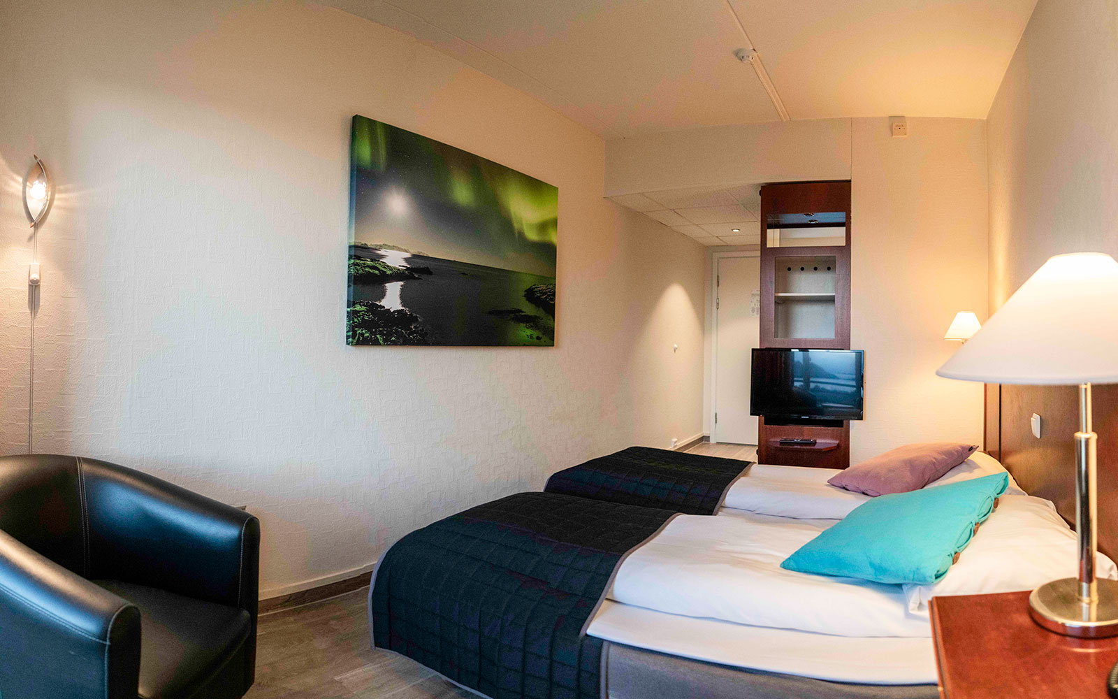 Double room with balcony and sea view - beds